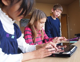 kids ereaders - photo credit: flickingerbrad @ flickr